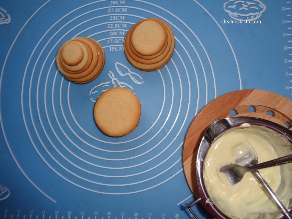 składanie ciasteczkowych bałwanków