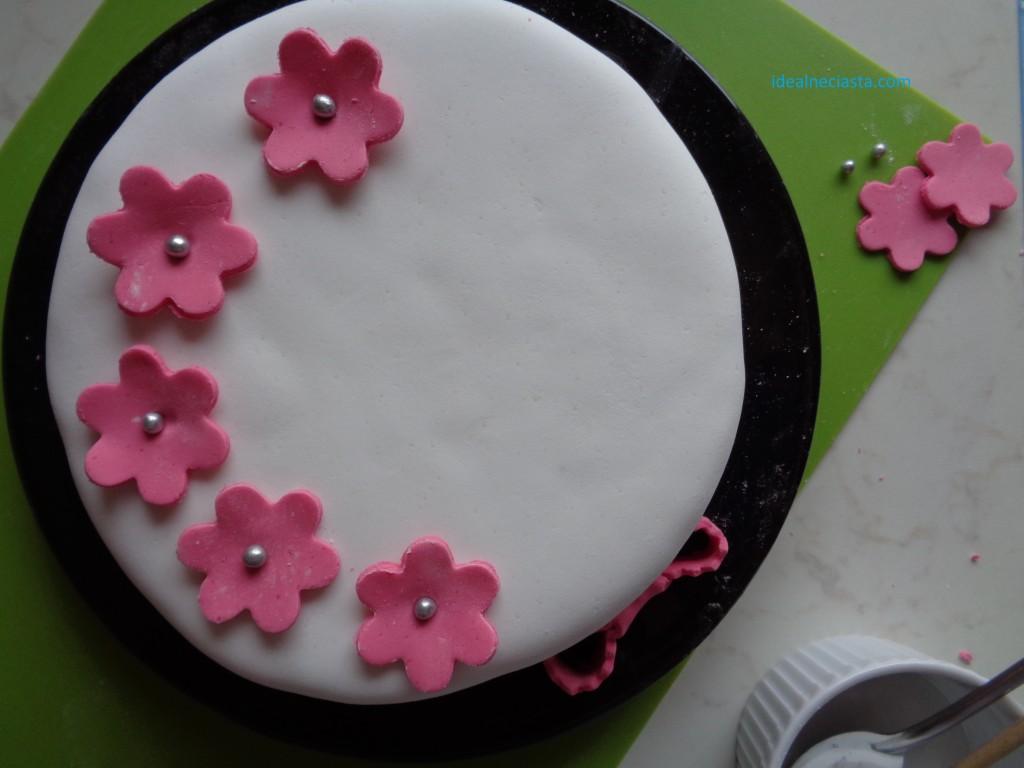 torcik kawowy dekorowanie tortu