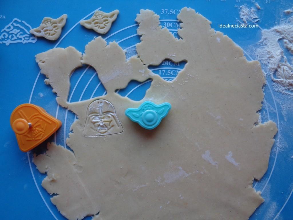 stemplowane ciasteczka wycinanie ciastek