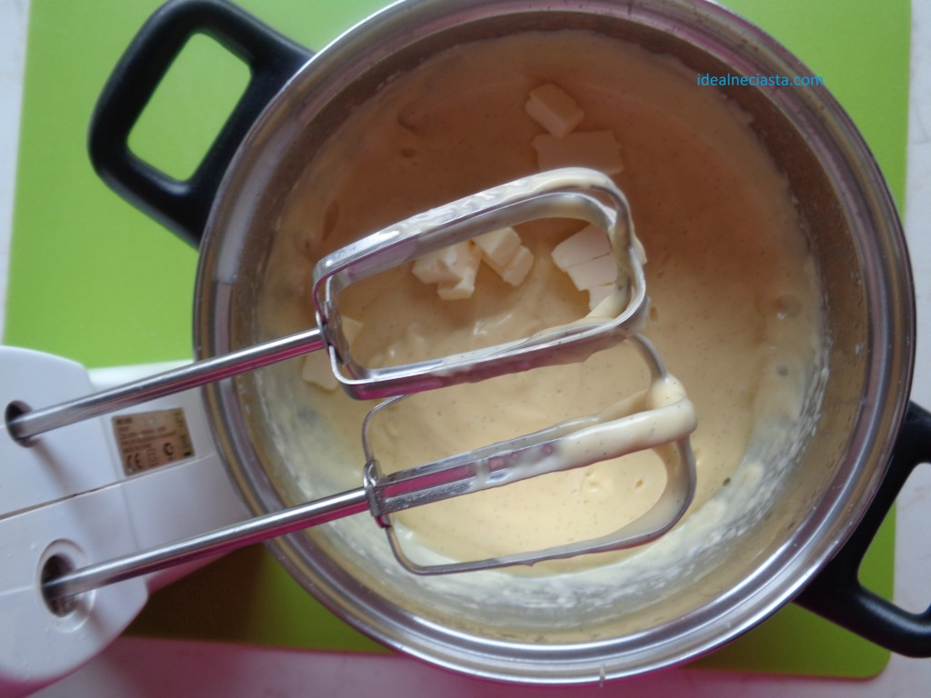 dodawanie masla do kremu