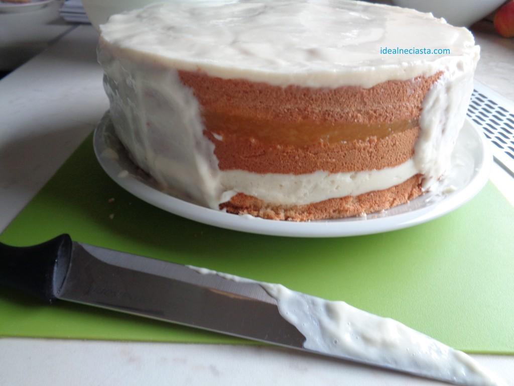 nakladanie masy na boki tortu