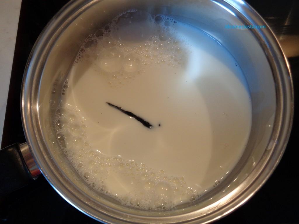 podgrzewania mleka z wanilia