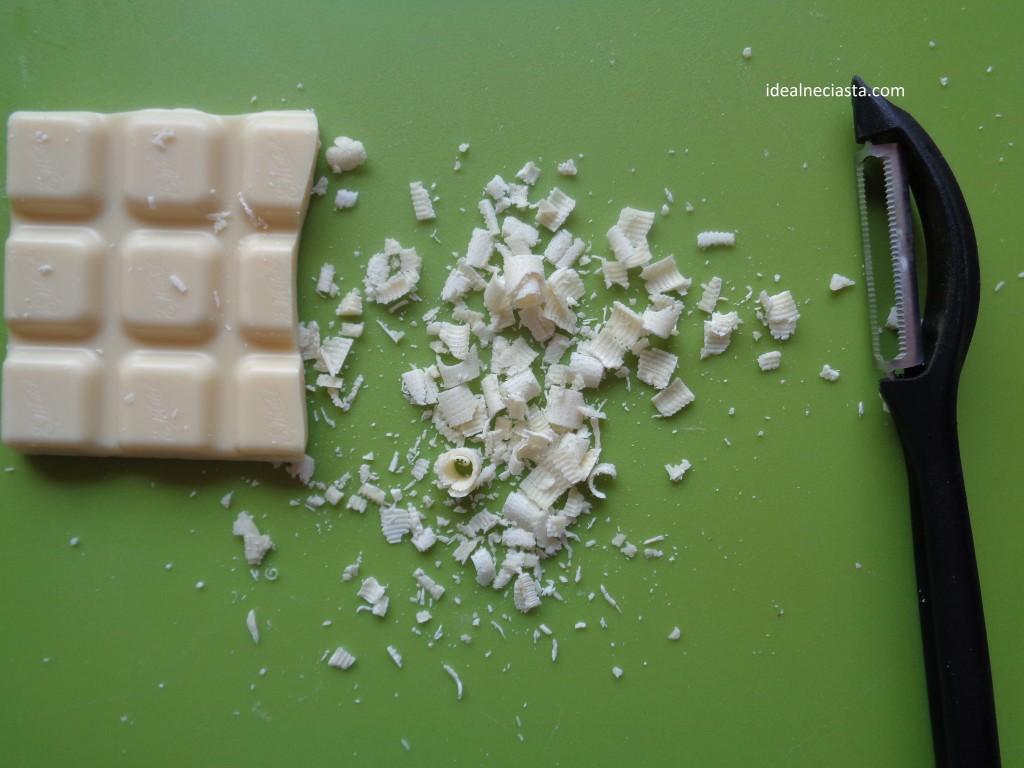 wiorki z bialej czekolady