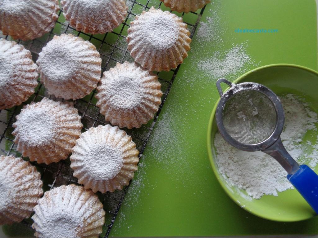 babeczki posypane cukrem pudrem