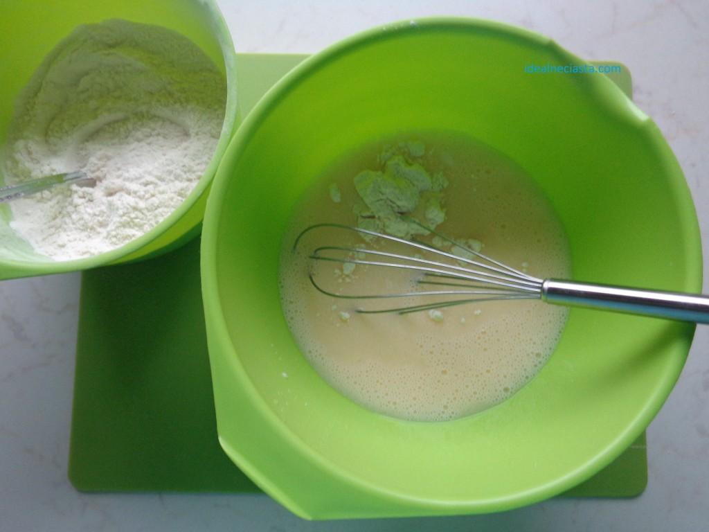 mieszanie mokrych i suchych skladnikow babeczek