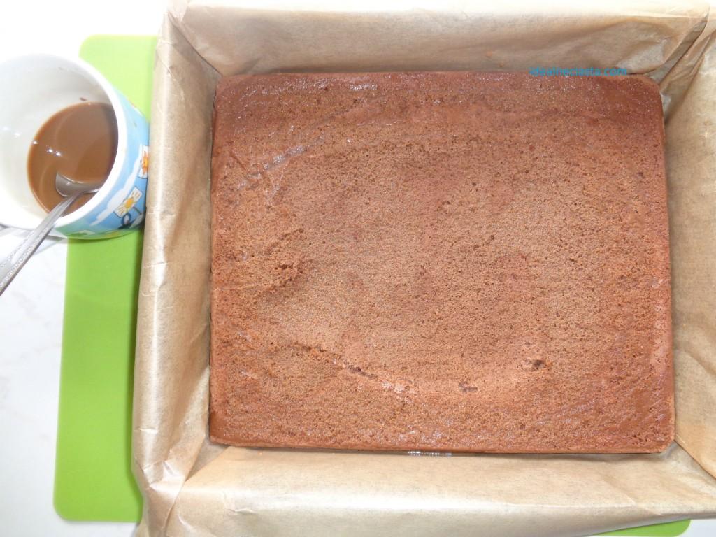 ponczowanie czekoladowego ciasta