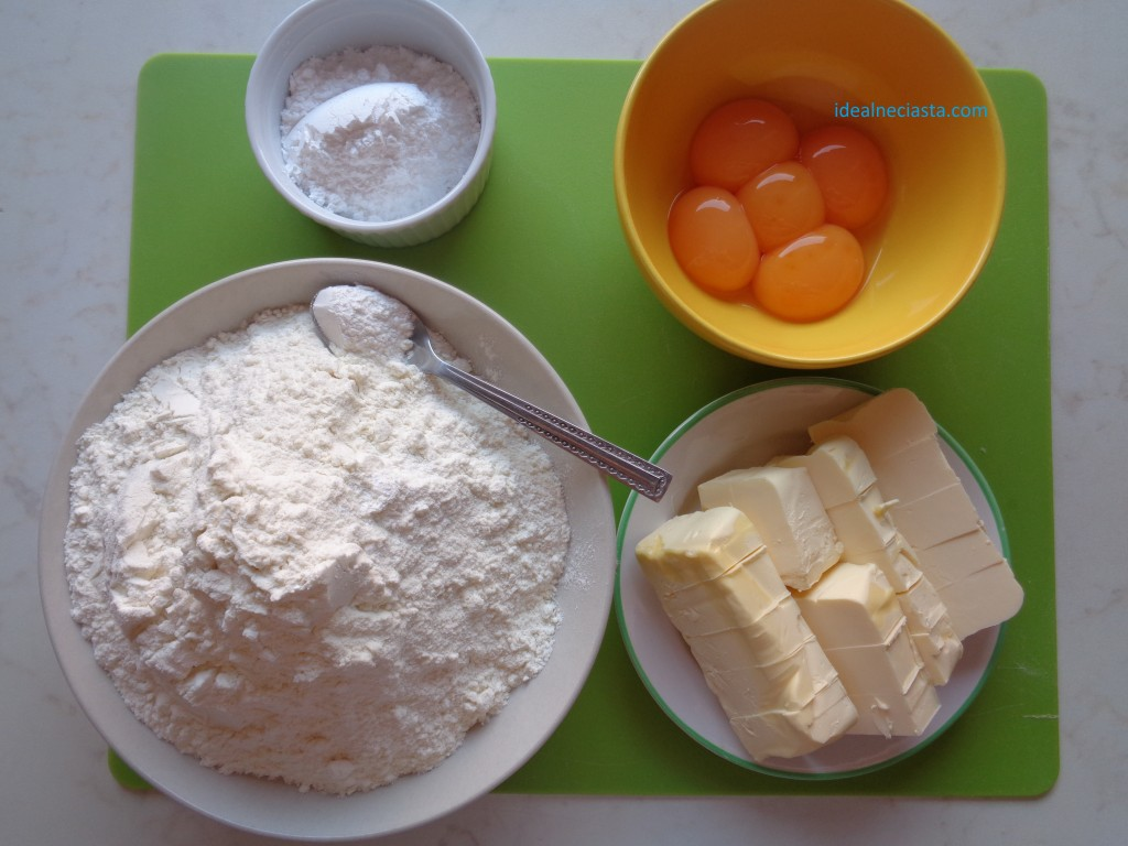 skladniki ciasta do sernika z brzoskwiniami