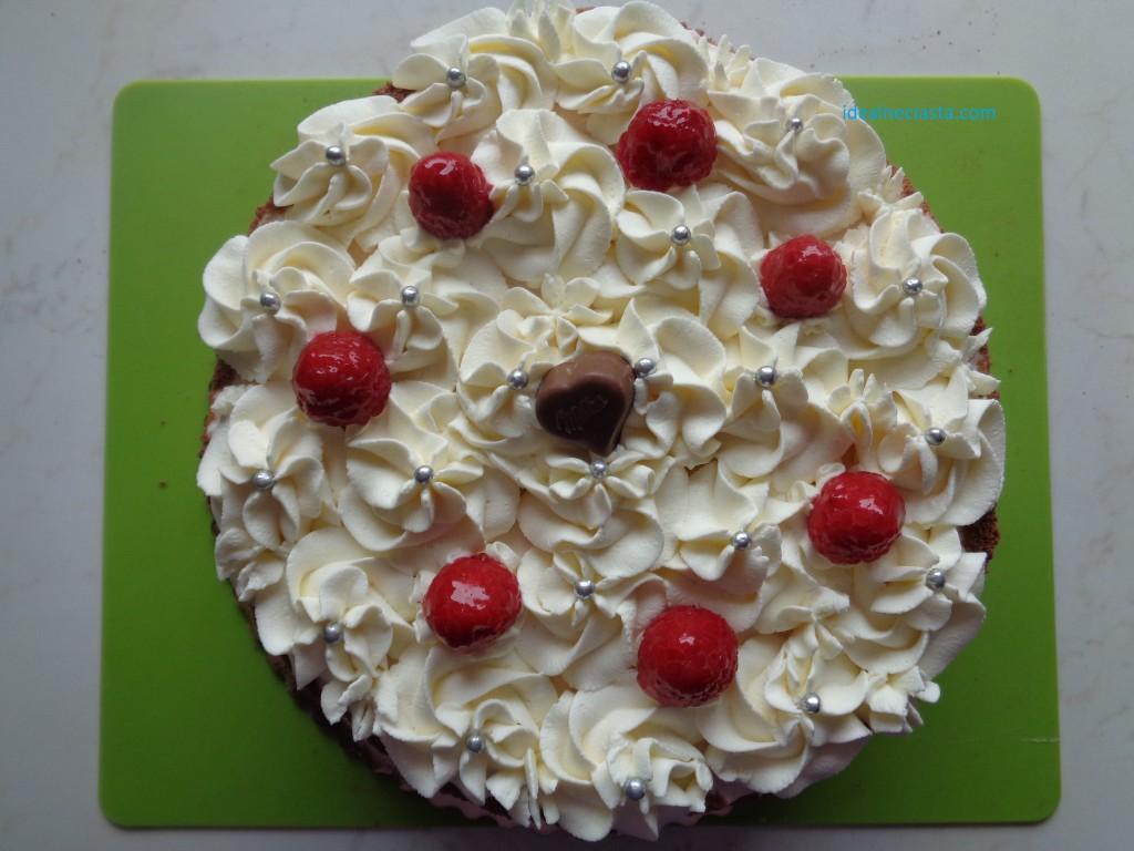 udekorowany tort