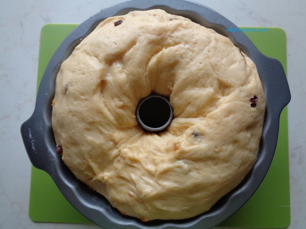 wyrosniete ciasto w formie