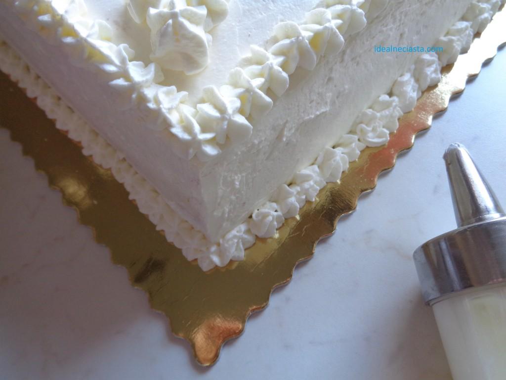 dekorowanie podstawy tortu