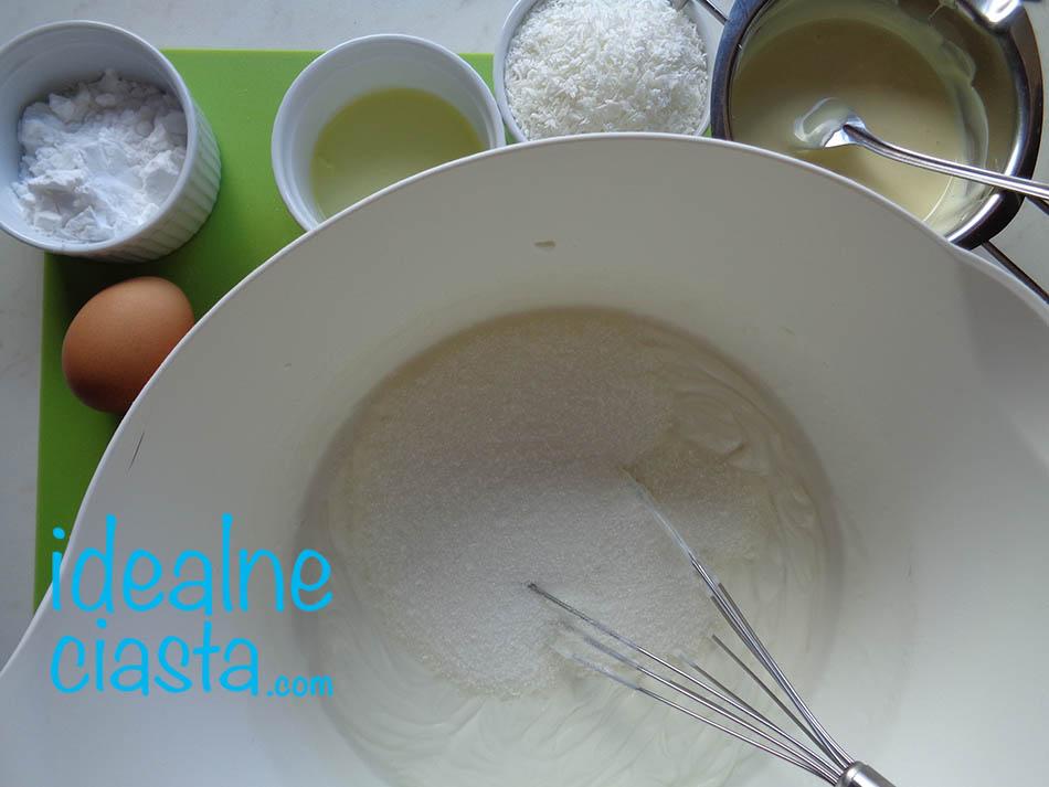 mieszanie sera z cukrem