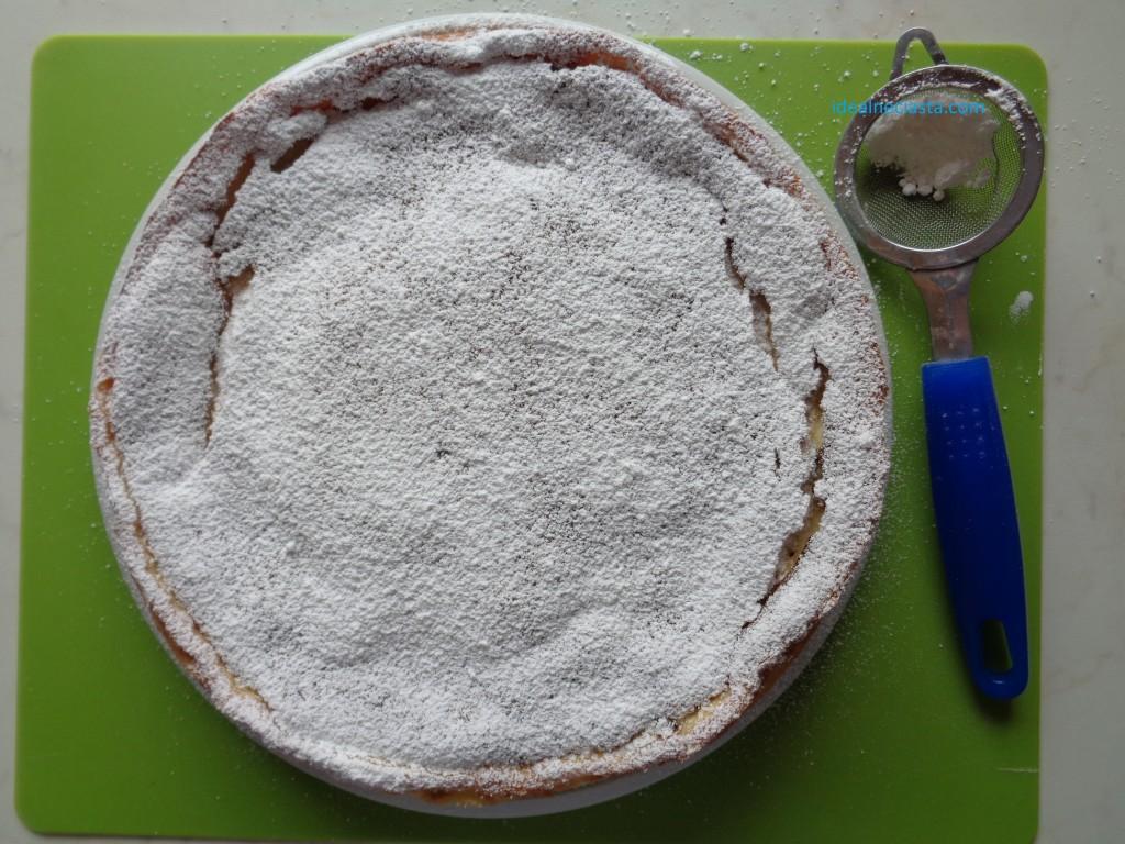sernik niemiecki z cukrem pudrem