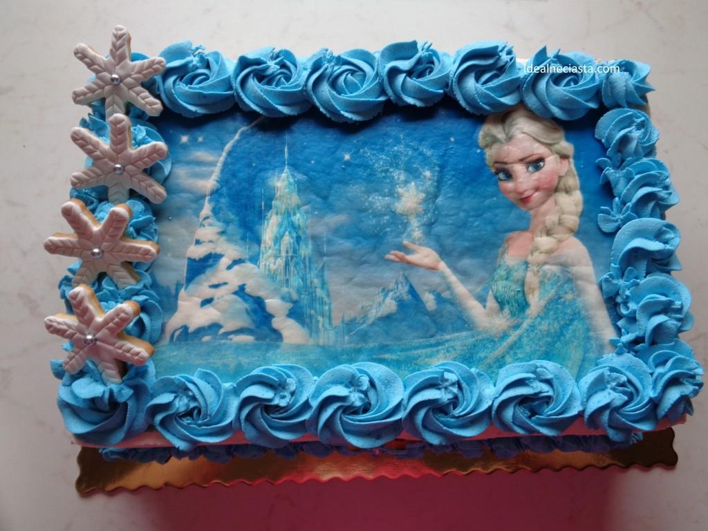 wierzch tortu udekorowany ciasteczkami