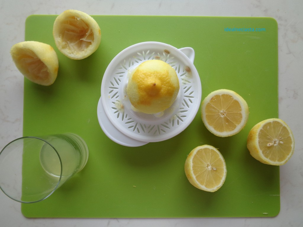 wyciskanie soku z cytryn