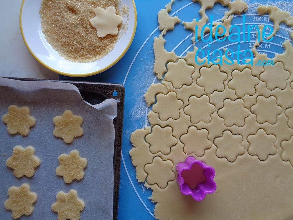 wykrawanie ciastek
