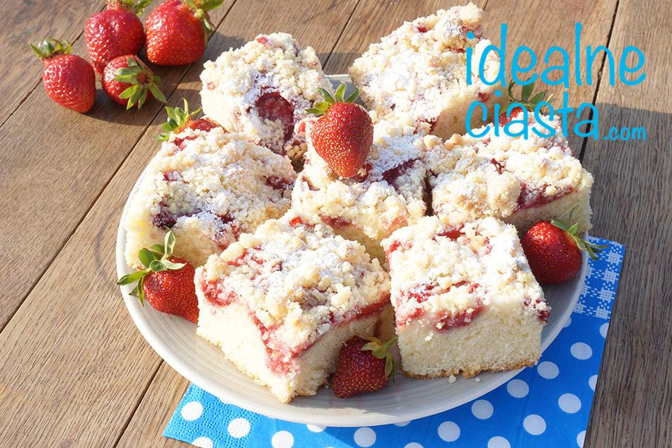 ciasto ucierane z truskawkami i kruszonka