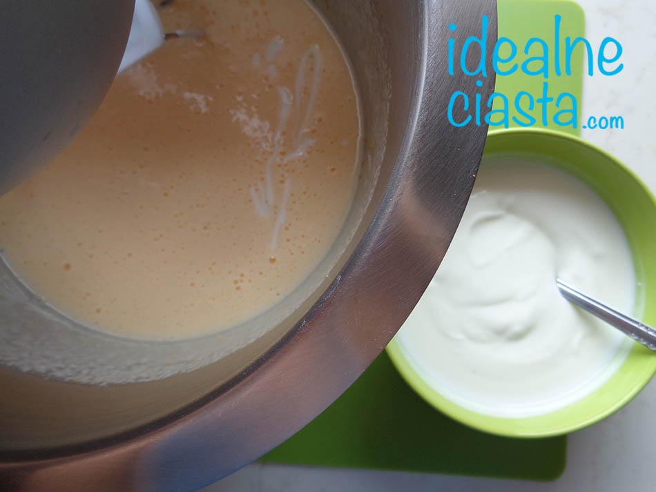 dodawanie jogurtu