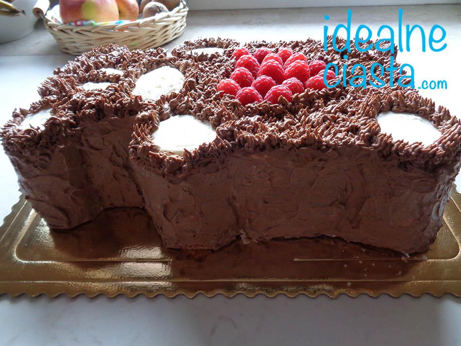 nakladanie kremu na boki tortu