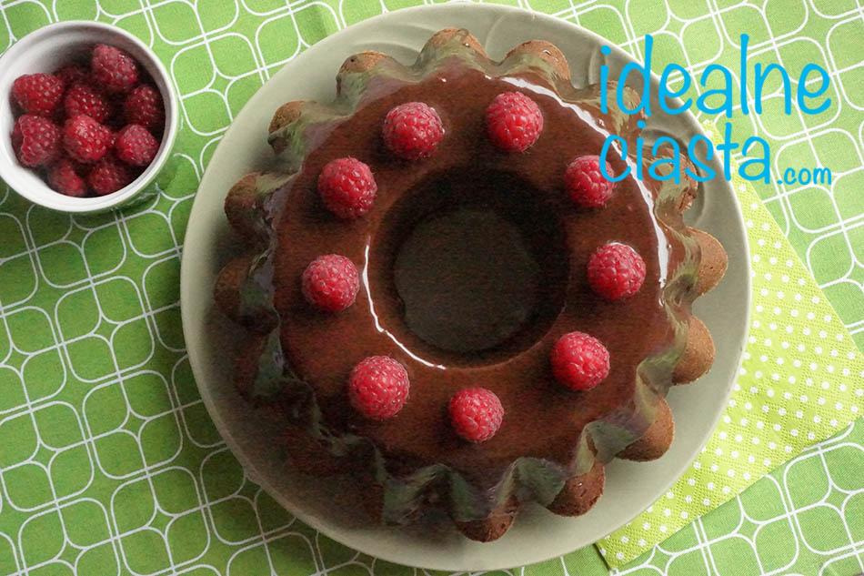 babka czekoladowa z malinami