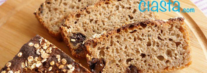 chleb zytni z suszonymi sliwkami (na zakwasie)