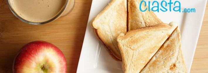 tosty z maslem orzechowym