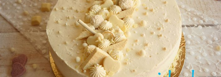 tort z biala dekoracja (kokosowo malinowy z biala czekolada)