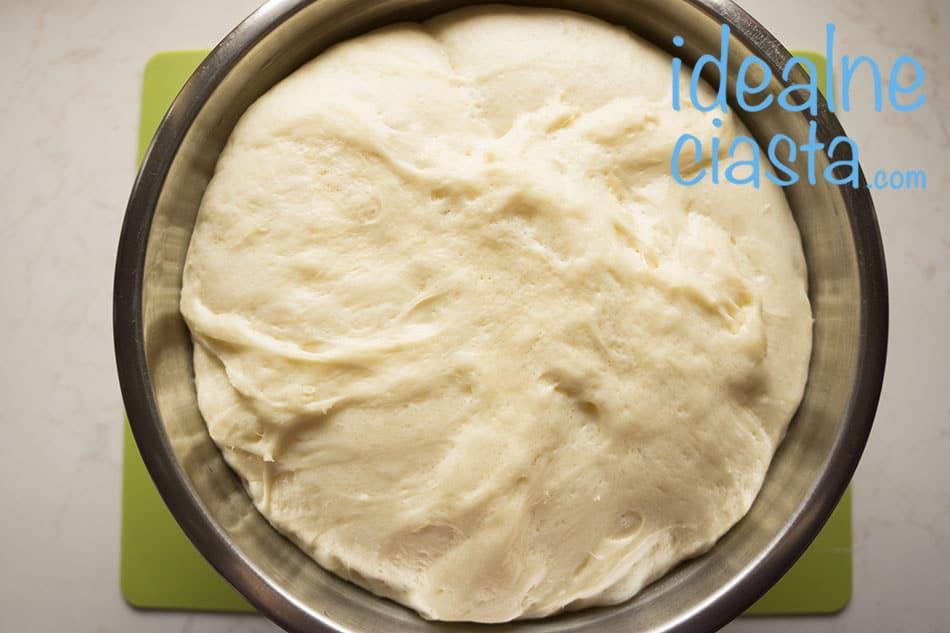 wyrosniete ciasto drozdzowe
