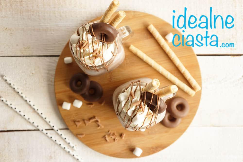 czekoladowy deser z lodami