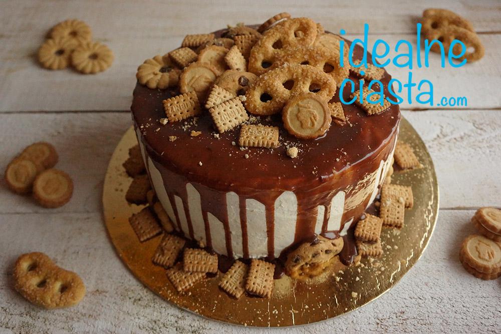 tort z ciastkami i polewa czekoladowa