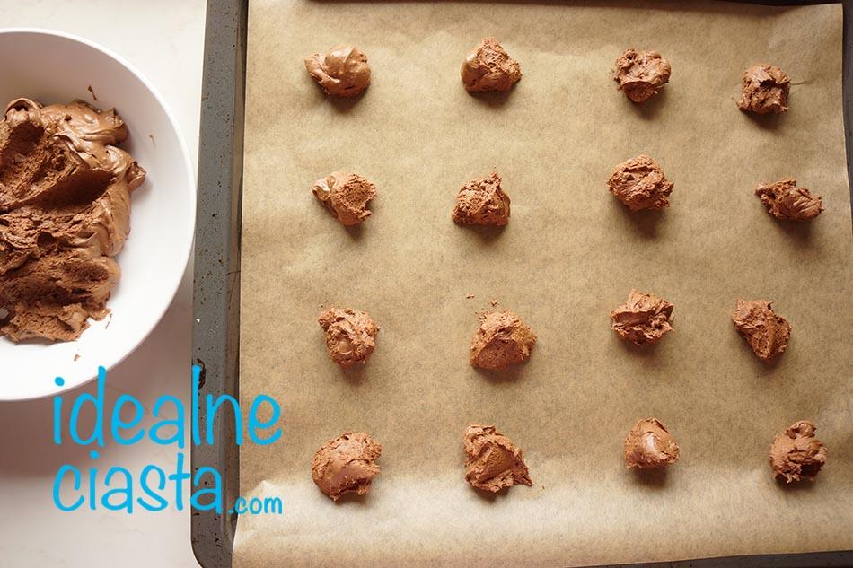 jak piec czekoladowe ciasteczka