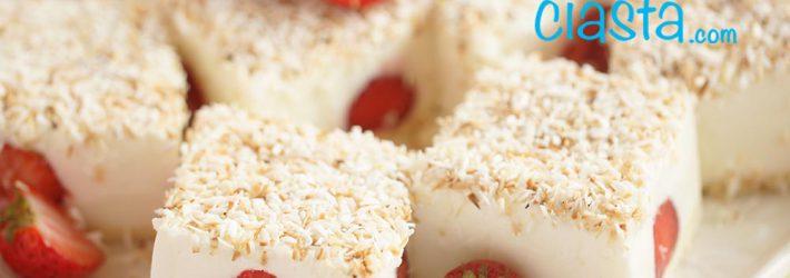 śnieżnyny puch z truskawkami (bez pieczenia)