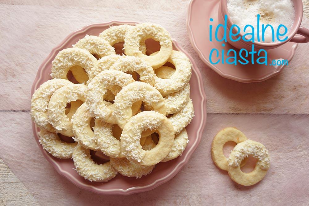 ciasteczka maslane z wiorkami kokosowymi