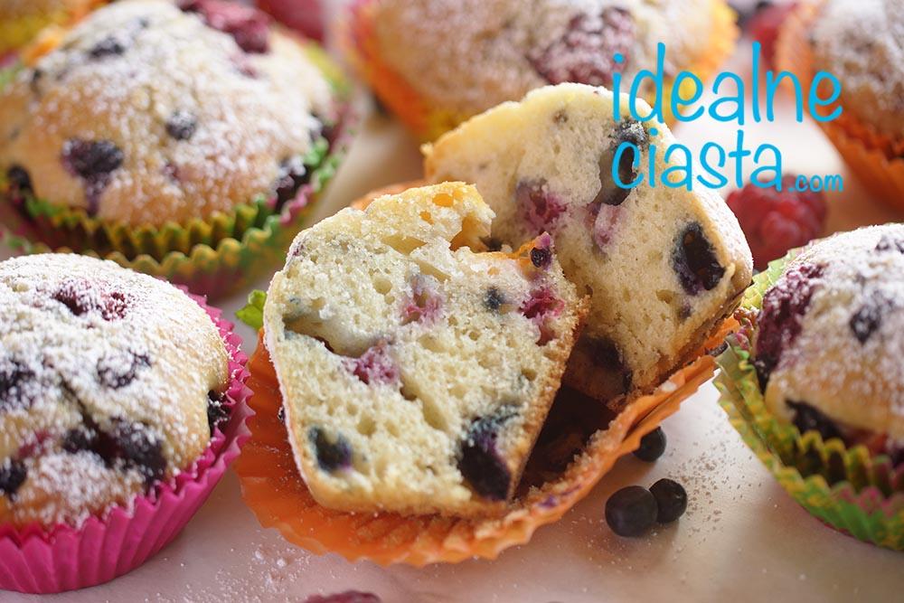 puszyste muffinki z jagodami