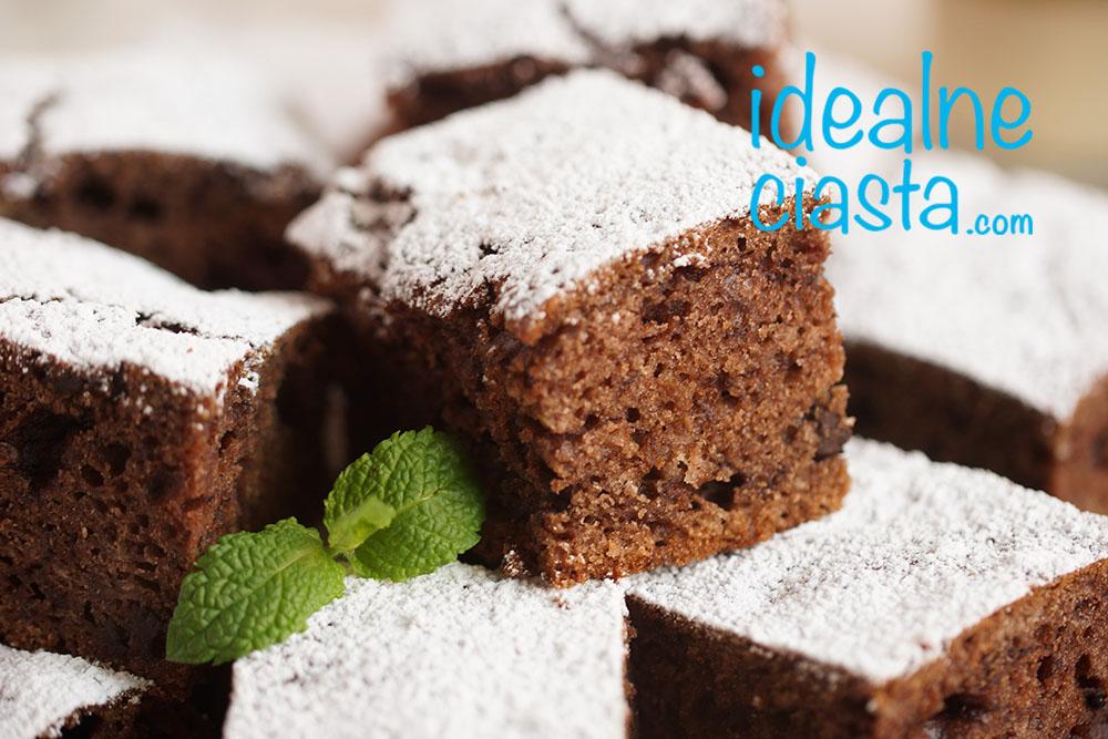 ciasto czekoladowe mieszane widelcem