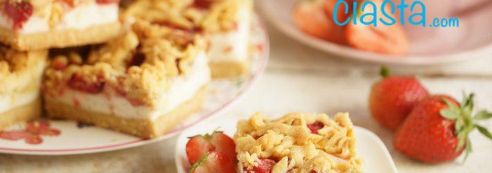 ciasto z truskawkami i lekka pianka