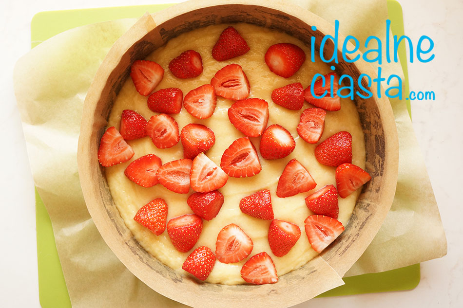 jak zrobic ciasto jogurtowe z truskawkami