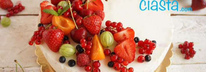 sernik na zimno z owocami lata
