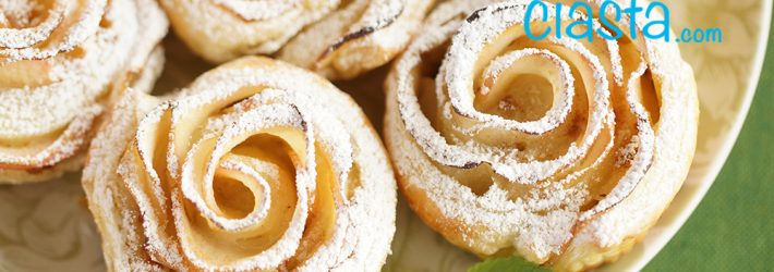 roze z ciasta francuskiego z jablkami