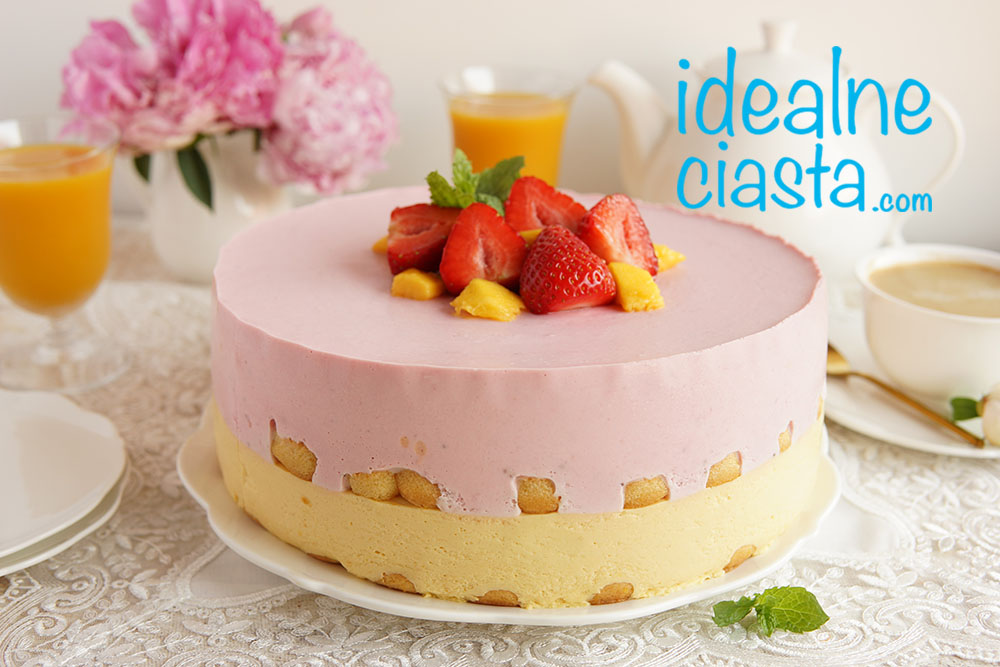 ciasto z mango i truskawkami