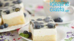 biszkopt z kremem jogurtowym i borówkami
